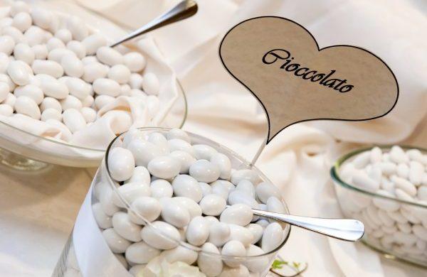 Prima comunione alle porte: tavolo dei confetti fai da te
