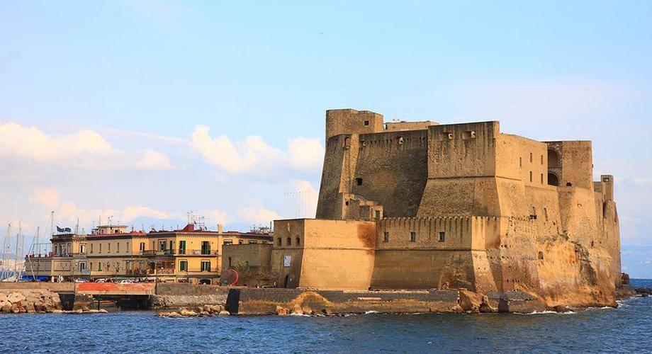 Napoli e leggende, la storia di Castel Dell'Ovo